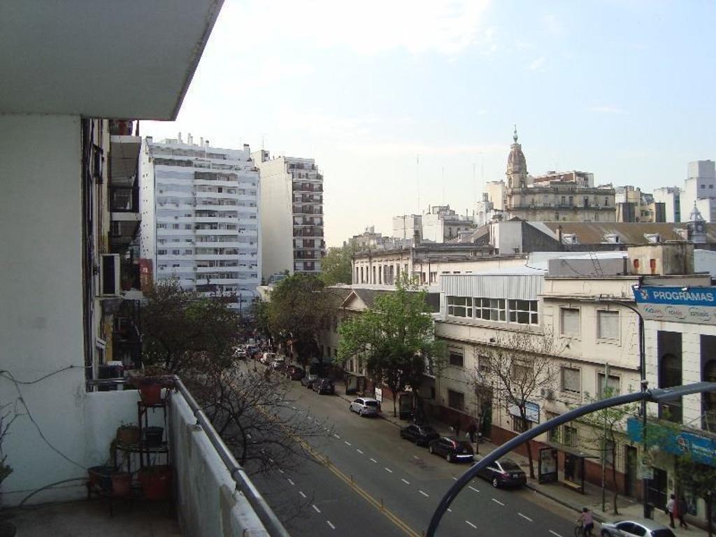 Depto en av. La Plata al 100, Frente a Cinemark.