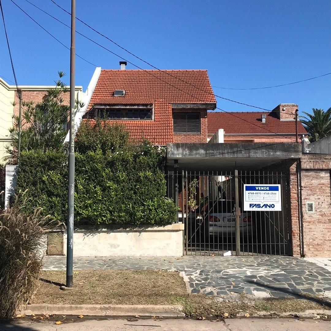 Casa en venta en Villa Ballester, tres plantas