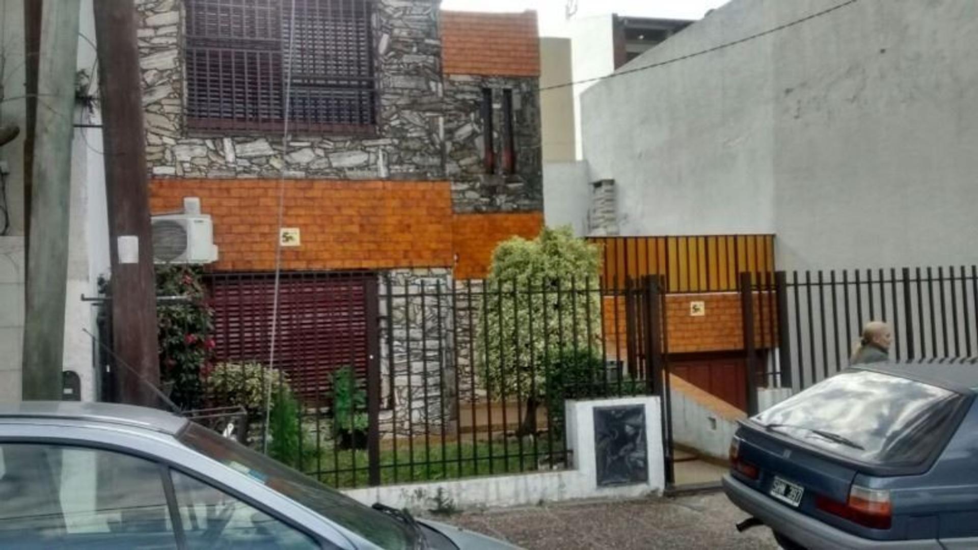 Casa 3 ambientes con gge y patio terraza