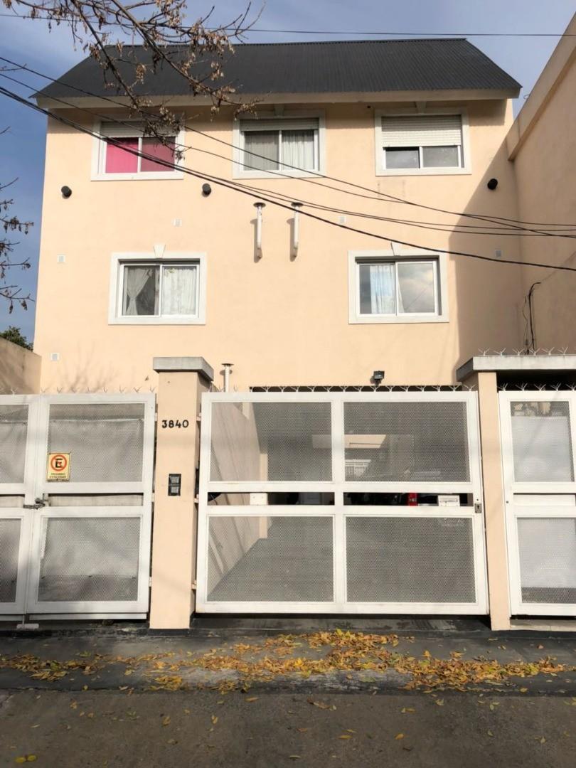 ALQUILER - duplex 3 dorm (1 SUITE) y play/room COCHERA 2 AUTOS - JARDIN