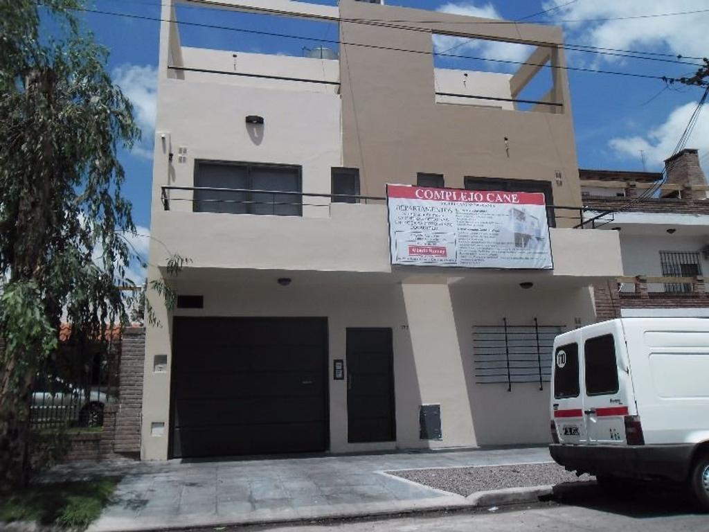 En planta alta , estilo Duplex 1º y 2º piso , con balcón en contra frente. Apto crédito bancario!!