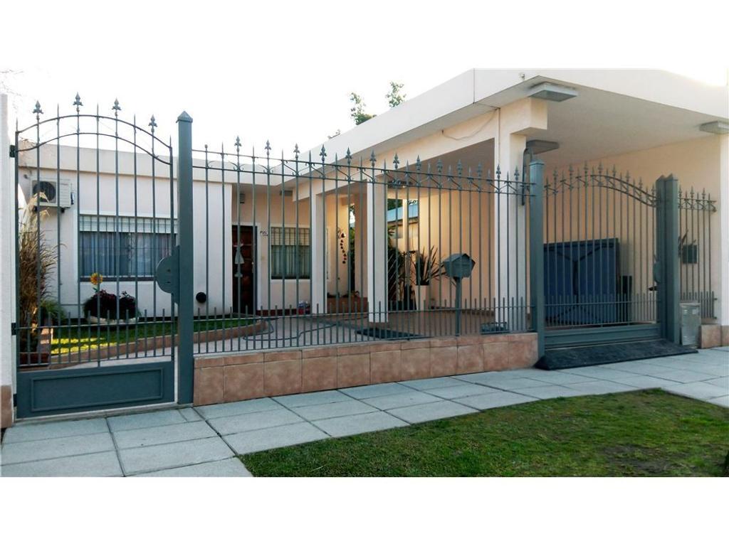Hermosa casa , amplia, luminosa con quincho