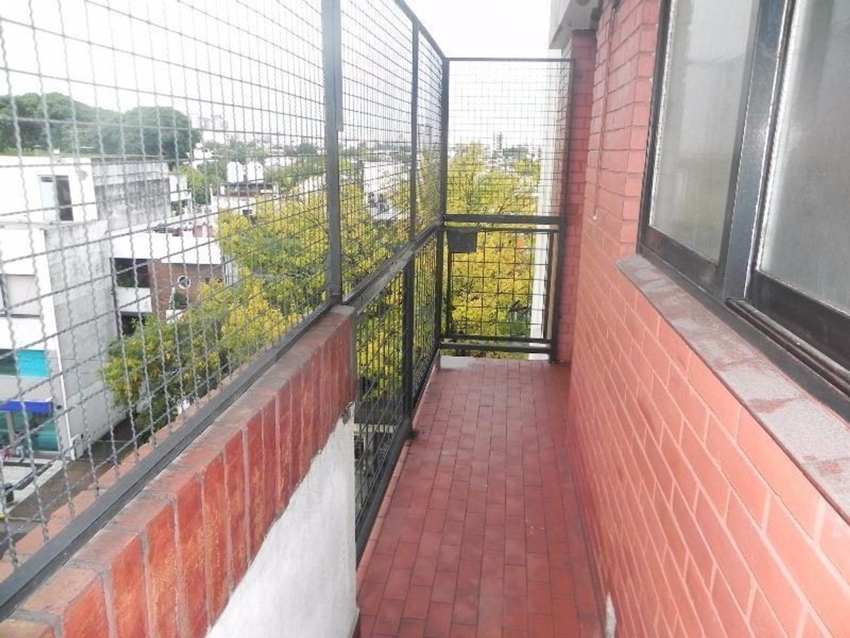 4 amb. y dependencia, semi piso c/2 balcones. IMPECABLE