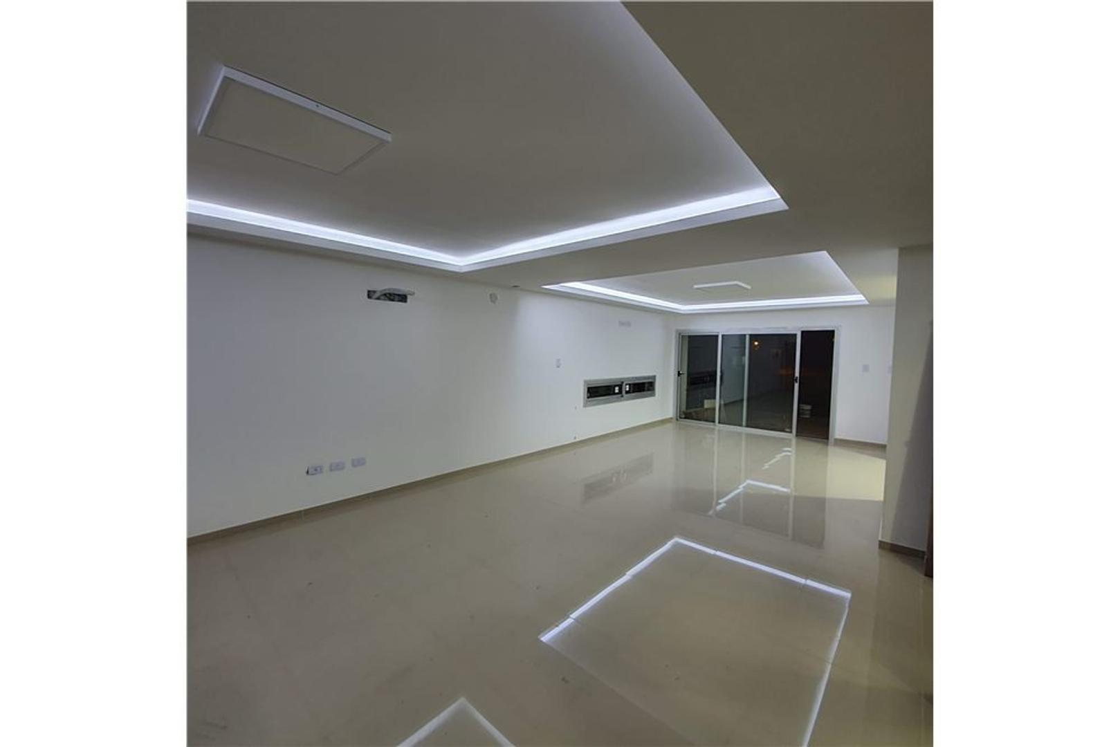 Casa en Venta - 9 ambientes - USD 210.000