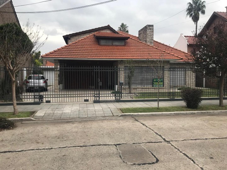 Casa en Venta en Barrio Parque. - 5 ambientes
