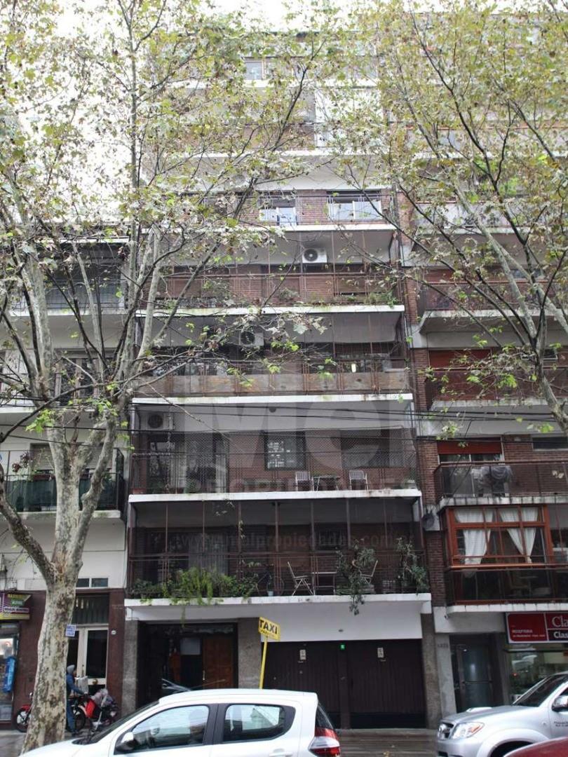 Excelente departamento 3 amb con dependencia, amplia cocina, toilette y balcón corrido.