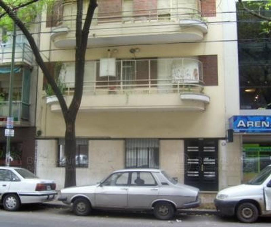 Departamento de 3 ambientes al frente con balcon  en Palermo