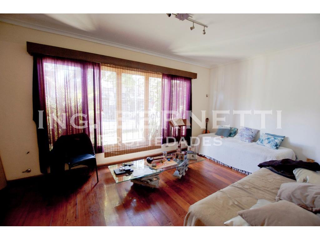 Casa 4 ambientes + Garaje + Terraza + Patio - Excelente Ubicación !
