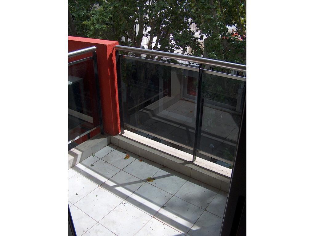 Monoambiente al frente con balcón Súper luminoso
