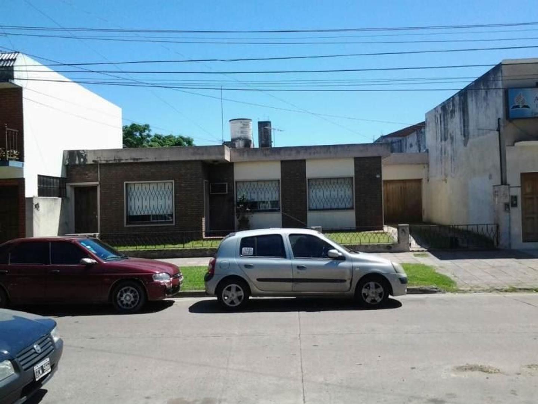 CASA EN VENTA MERLO NORTE CENTRO - ZONA MIXTA - MULTIFAMILIAR - SOBRE LOTE DE 15 x 43,30