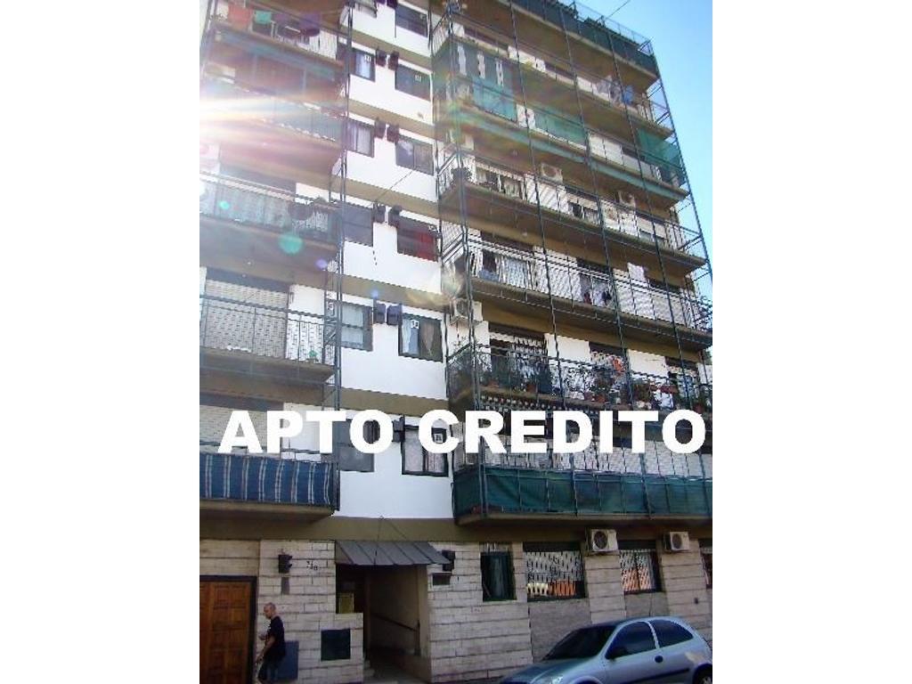 Excelente departamento de CUATRO AMBIENTES al frente con COCHERA - Balcón corrido