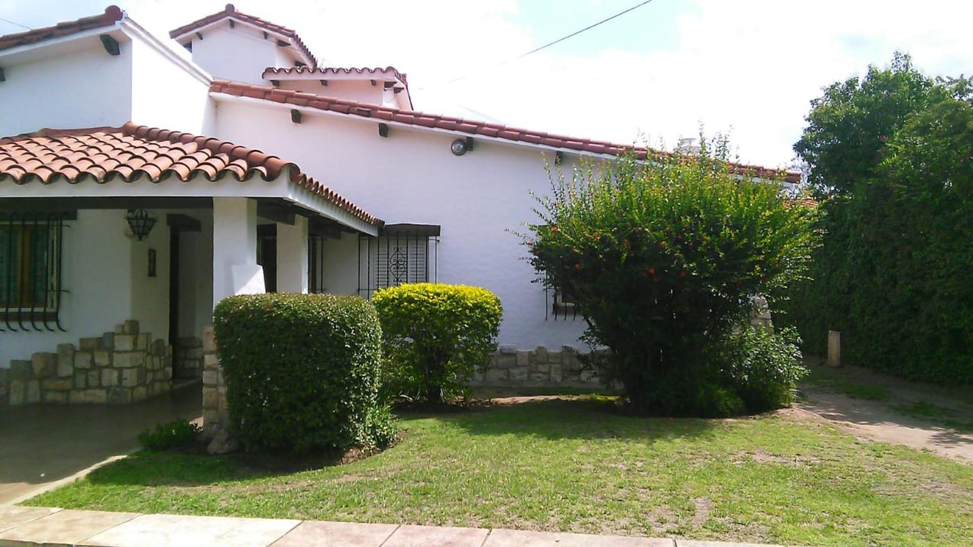 Casa en Alquiler en Cerro De Las Rosas - 8 ambientes