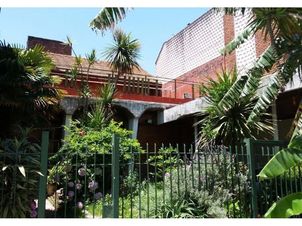 Casa de 5  amb. con dependencia en Barrio River