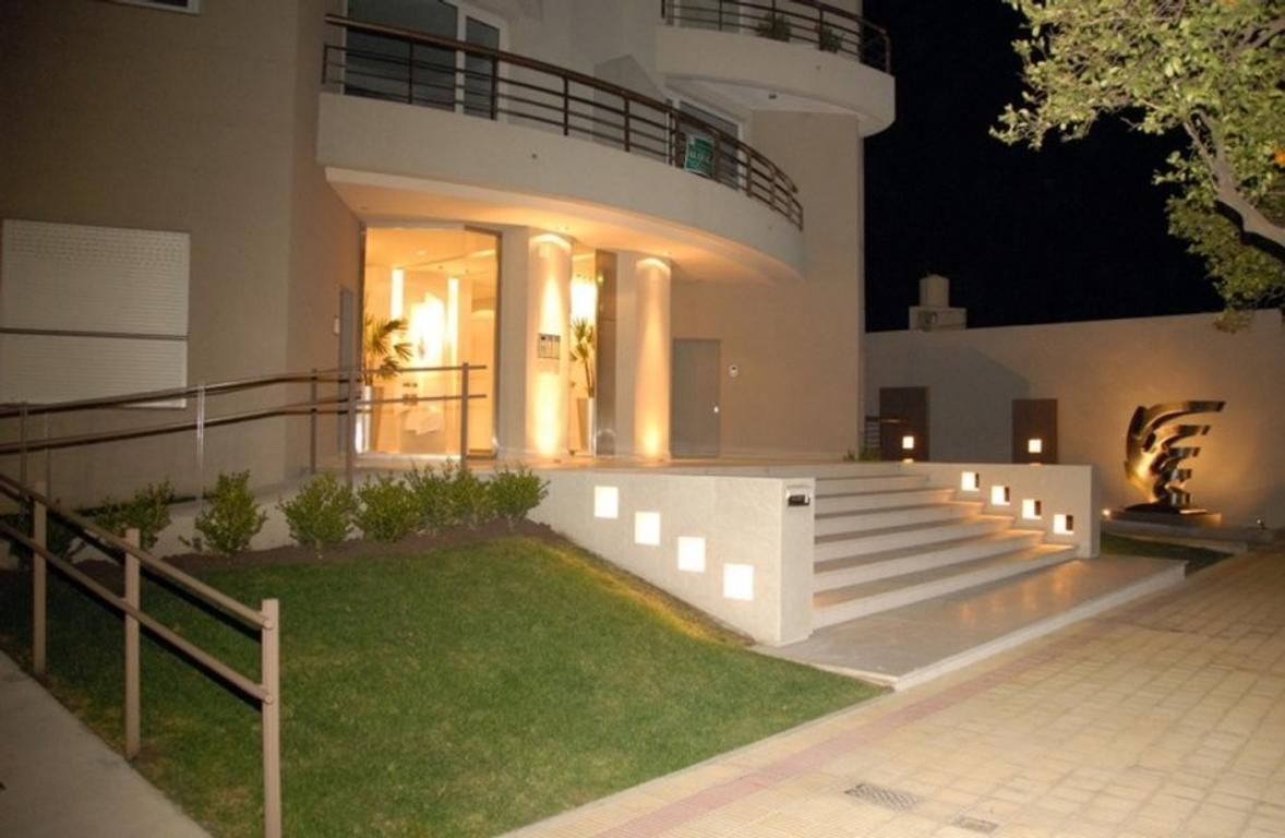 """En Tandil a la venta semipiso céntrico, Torre """"Los Naranjos"""" 3 dormitorios, 2 cocheras****"""