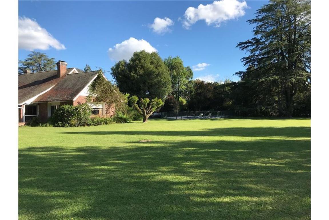 Imponente Casa Quinta en un terreno de 13.100 m2.