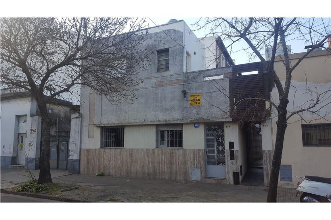 Venta - Casa al frente - 2 Dorm - Patio y Terraza