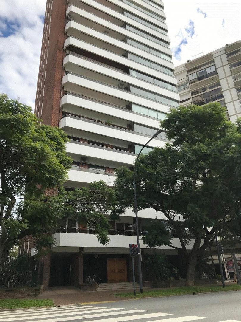 PISO DE CATEGORIA EN EDIF TORREMOLINOS | EXCEL. PLANTA | 3 DORM (SUITE) | DEPEND | COCH | VTA AL RIO