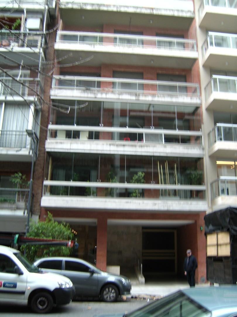 SEMIPISO  de 4 Ambientes  con Cochera fija  y Balcón Al Frente en Edificio c/pileta