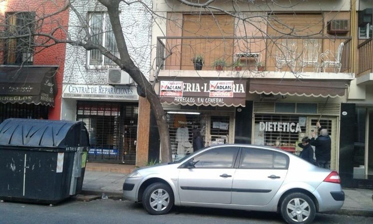 Venta con renta ideal inversion local comercial Caballito 3 x 10 zona  transitada prox Av avellaned