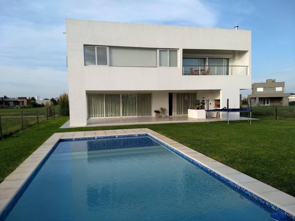 Espectacular casa en San Sebastian de cuatro dormitorios con pileta