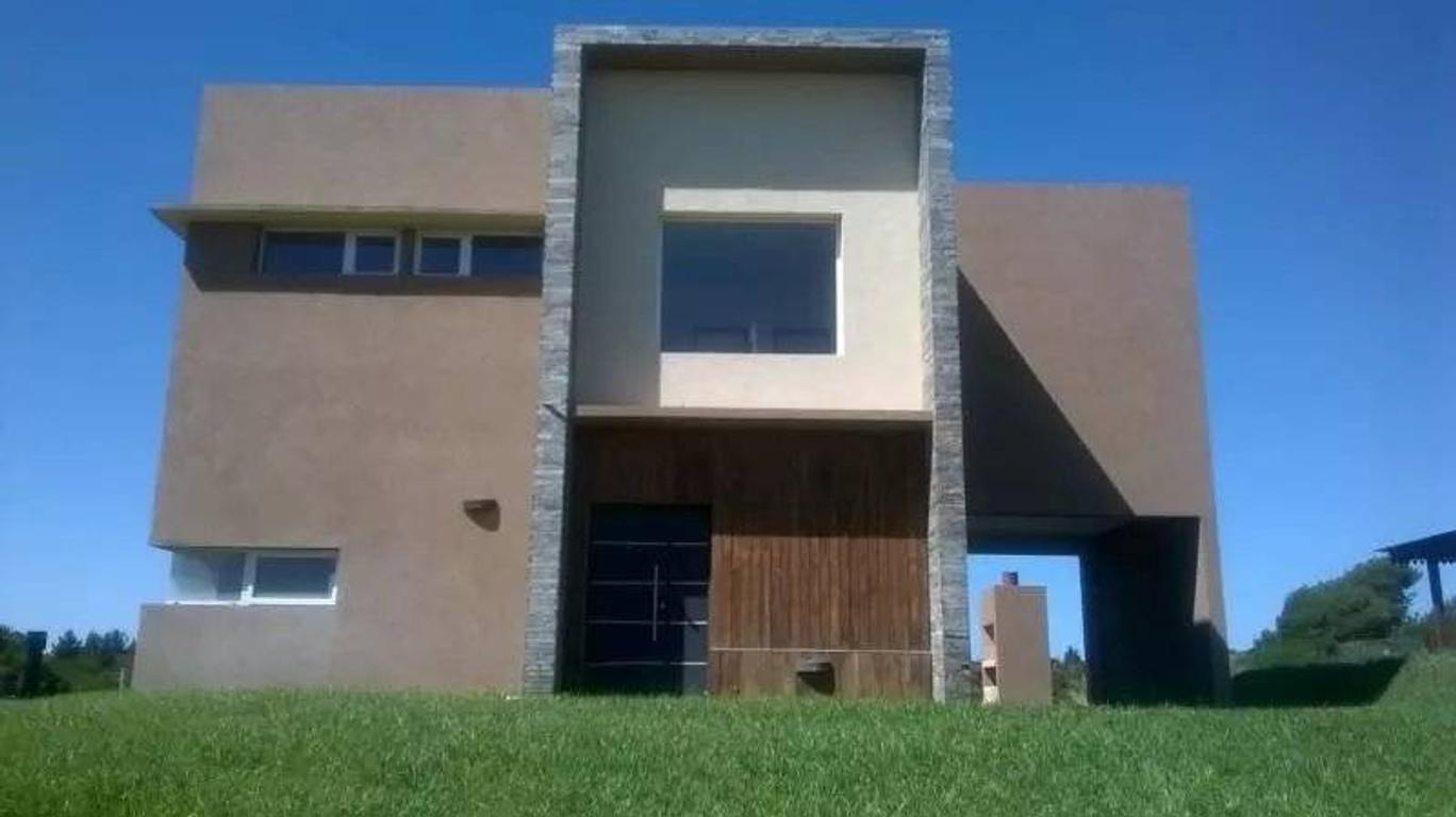Venta de casa al bosque en barrio Golf 1 lote N° 268 en Costa Esmeralda
