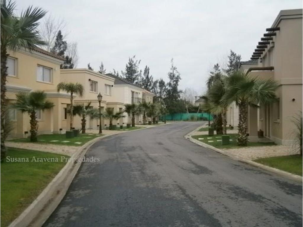 Impecable Duplex tipo casa en Complejo Palmas del Sol