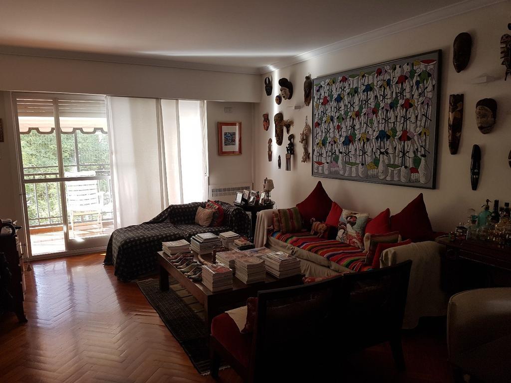 Excelente y Luminoso Duplex con  Balcón Terraza, con Parrilla, Cochera y  Baulera. Reciclado