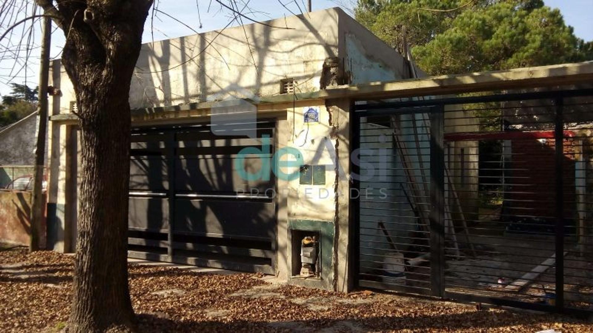 XINTEL(MDA-MDA-898) Casa - Venta - Argentina, La Plata - 453  AL 1500