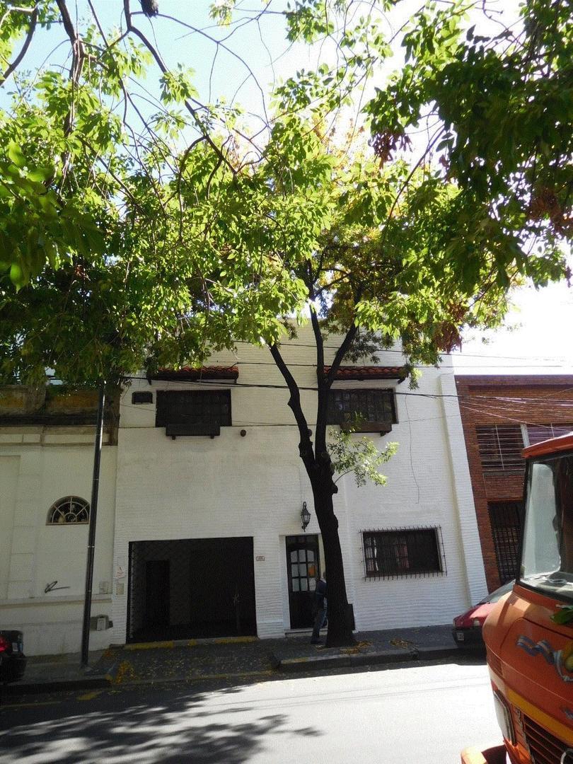 caballito, a refaccionar sobre lote propio, 2 plantas, local (o garage) 218 m2. cub. exc ubicacion