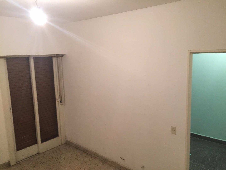 ALQUILER Departamento de 2 ambientes interno por escalera