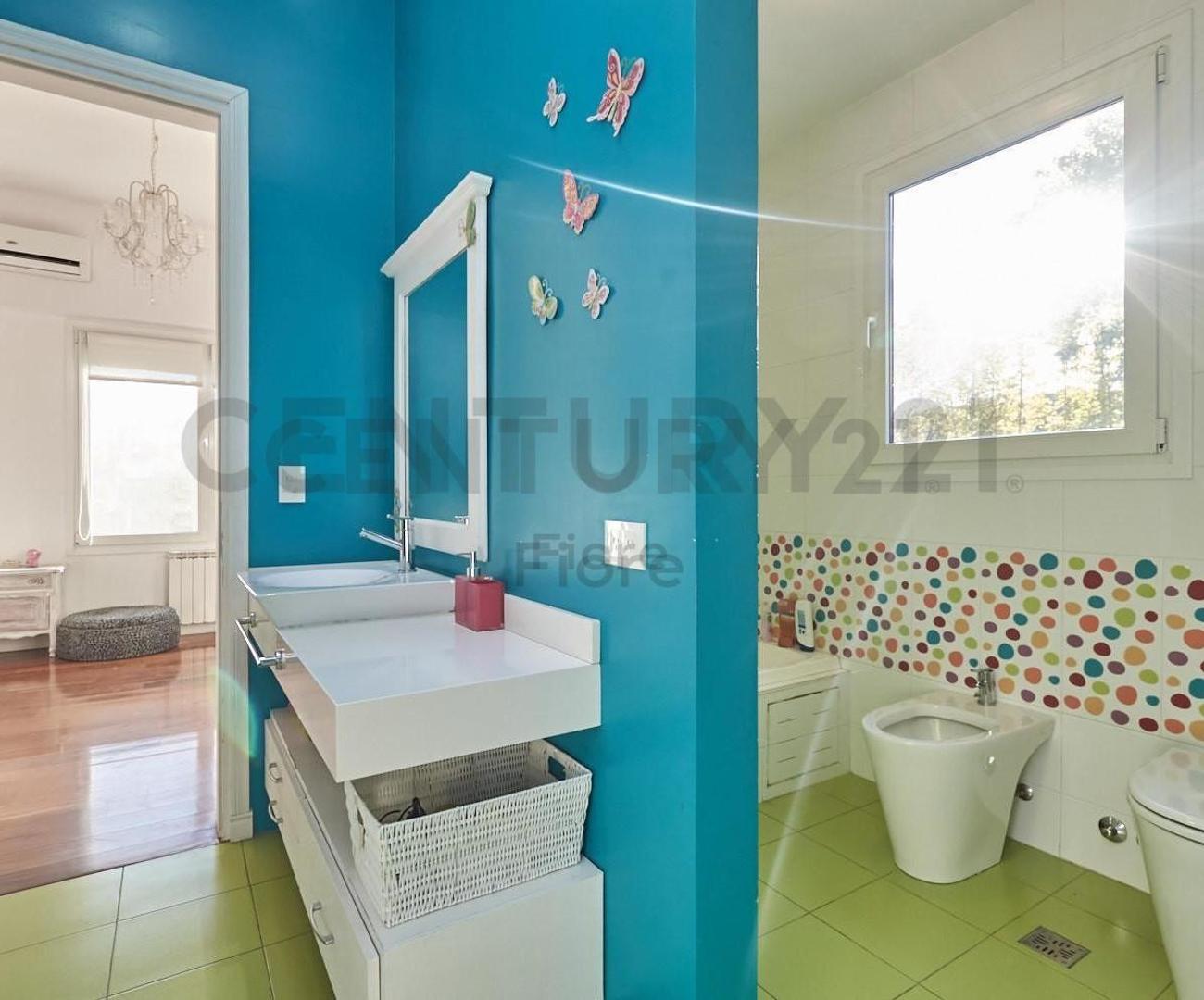Venta Impactante Casa 5 Ambientes con Pileta Galeria y Dependencia en Olivos - Foto 16