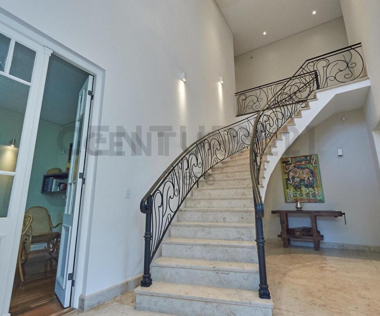 Casa en Venta - 6 ambientes - USD 1.300.000
