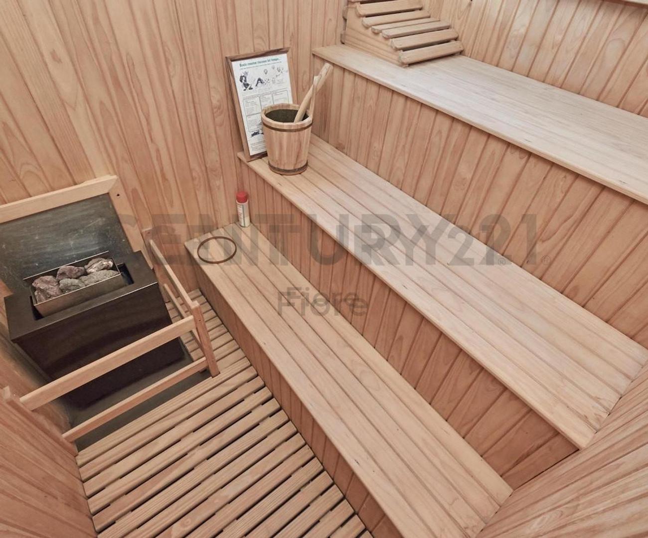 Venta Impactante Casa 5 Ambientes con Pileta Galeria y Dependencia en Olivos - Foto 14