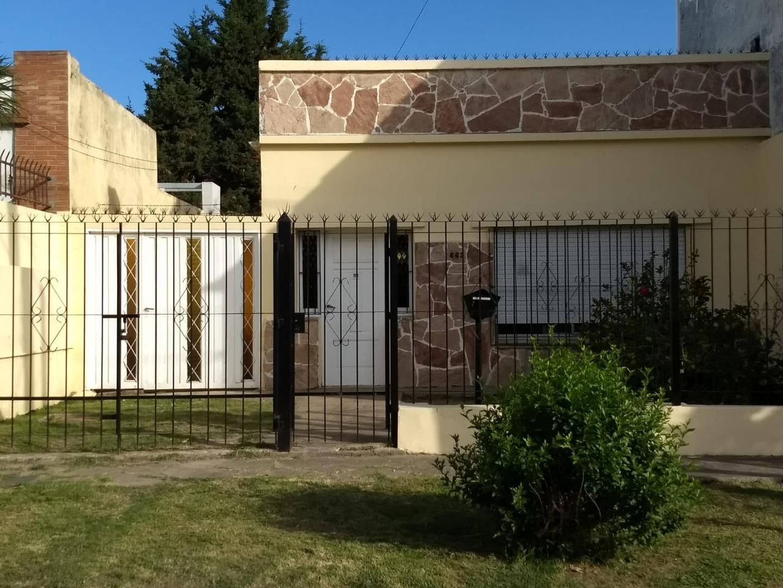 Casa en Venta en Bernal - 2 ambientes