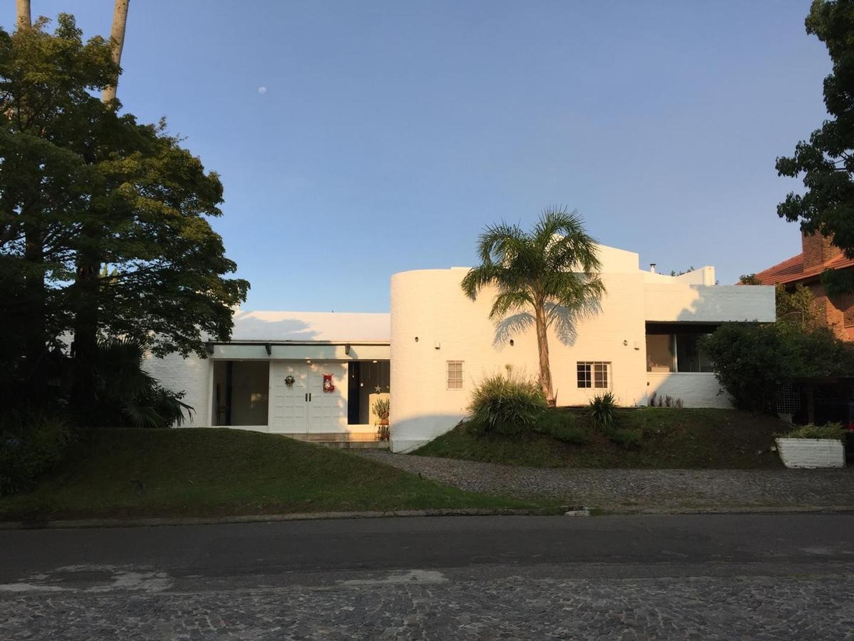 Excelente casa con muy buena distribución  y Amarra  de 20 m  en Boating Club.
