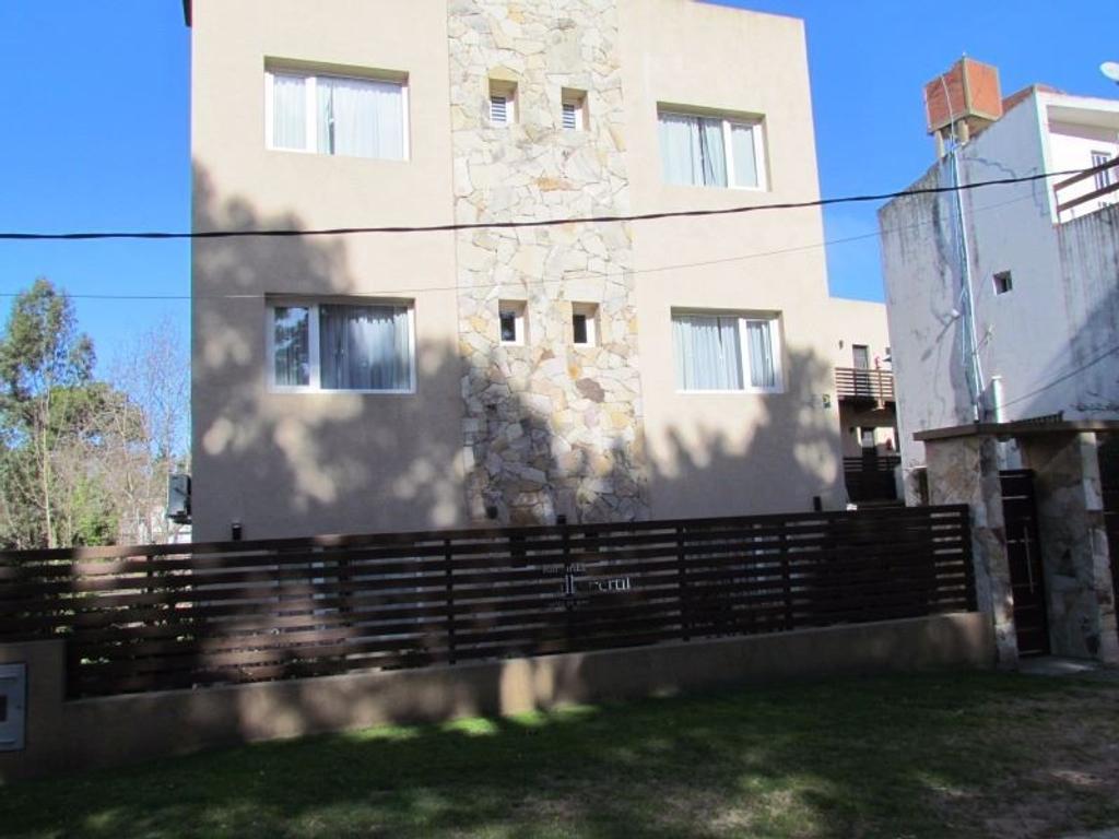 Moderno departamento con pileta zona residencial