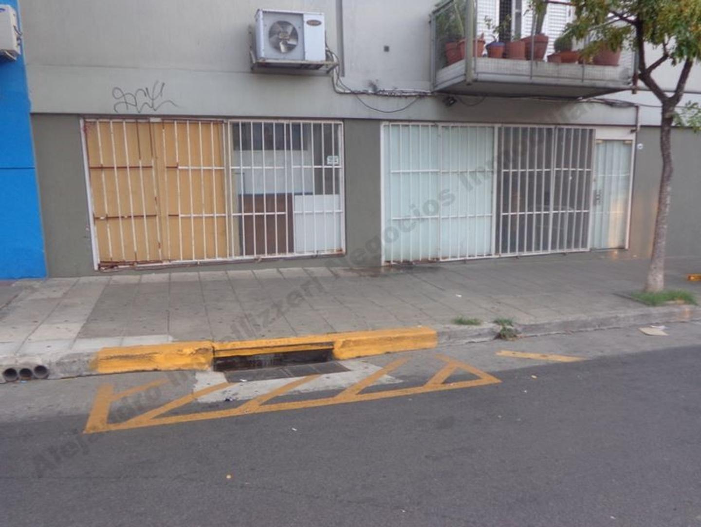 Excelente local en una sola planta - amplia vidriera - a 2 cuadras plaza Dorrego
