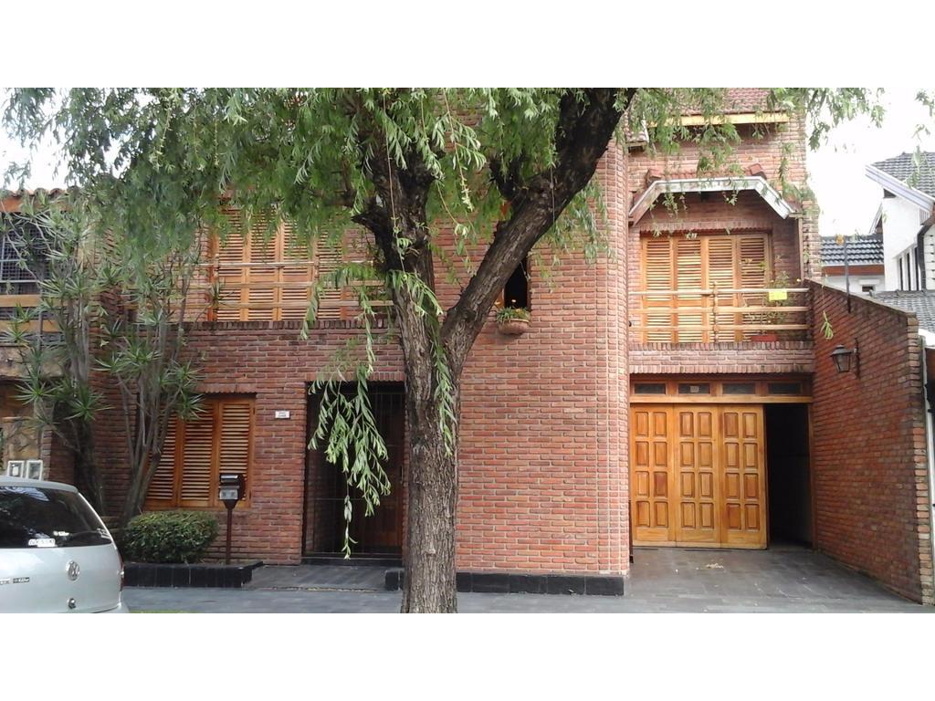 Casa 4 amb, fdo, quincho, coch, playroom