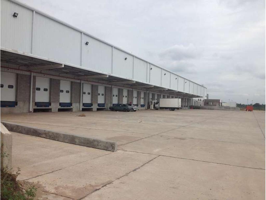 Planta Industrial de 15000 m2. Desarrollada en 1 nave(s). Playa de Maniobras. Salida a 2 calles.