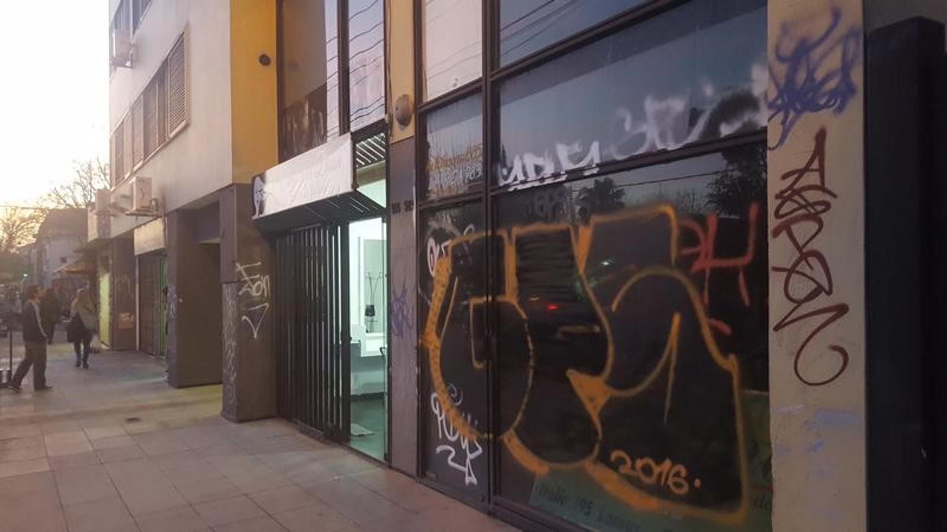 Local sobre calle principal en Lomas