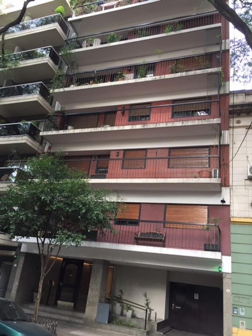 Excelente S/piso 4 ambientes con depencias al frente c/coch fija c/hermoso bcon  mts Pque Rivadavia