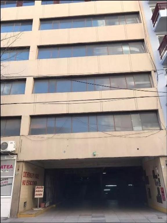 Cochera Grande, fija y cubierta en Belgrano. A mts de Cabildo y Juramento!