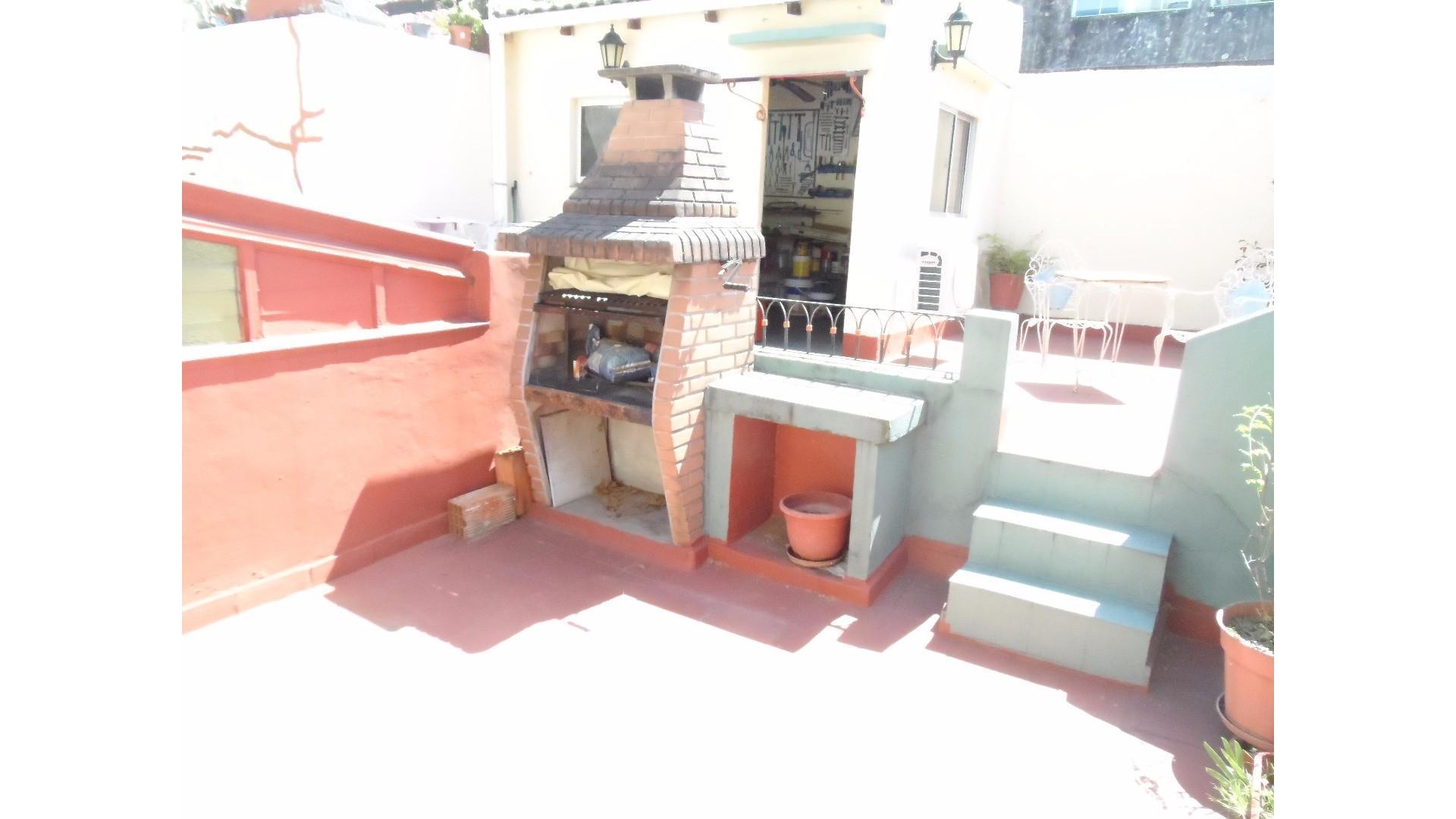 Excelente PH en planta baja con terraza propia y sin Expensas