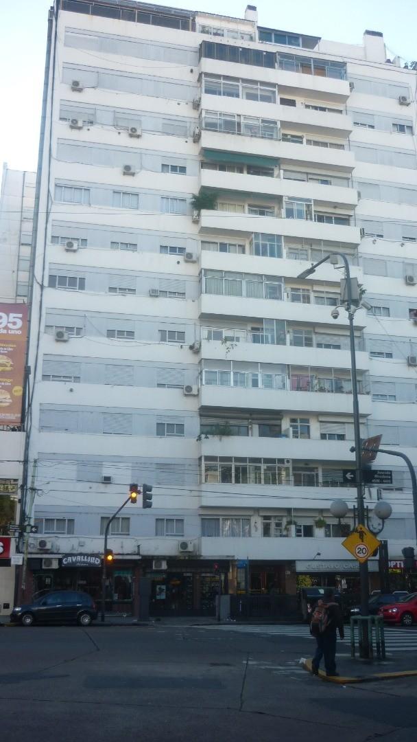 Departamento de categoría de 3 Amb con balcón corrido, vista abierta a Luz y Sol.
