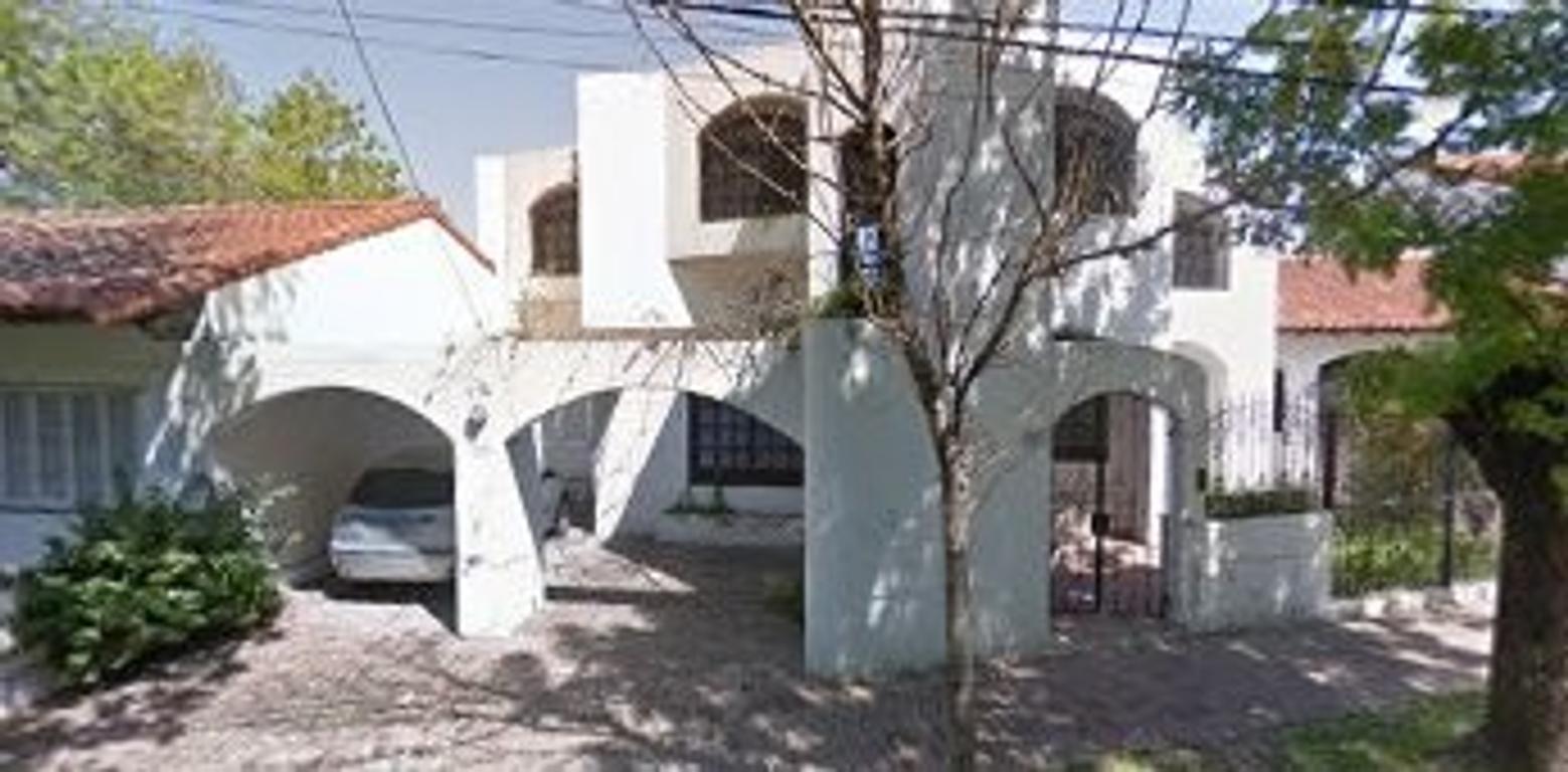 Casa estilo colonial sobre Calle Luis Costa