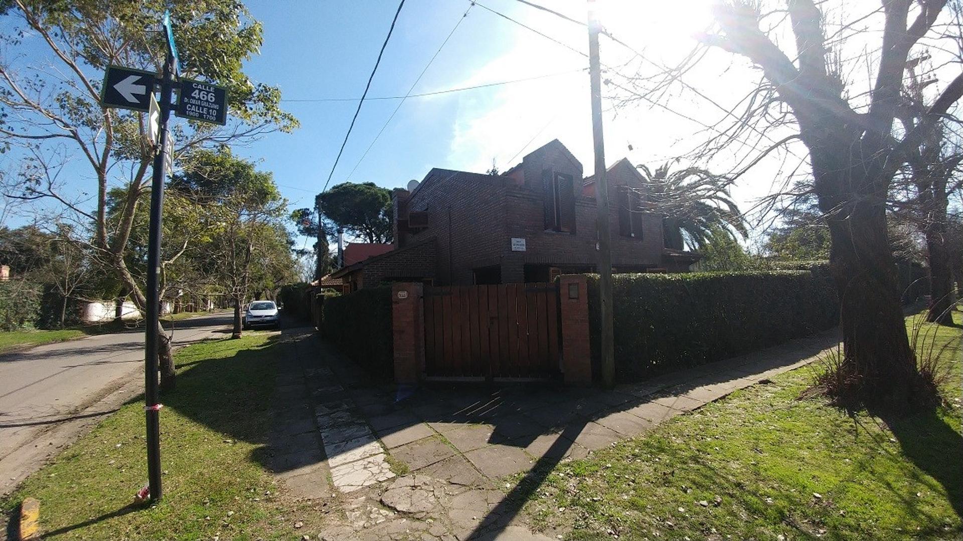 Casa en City Bell, excelente zona. Calle 466 esq 21