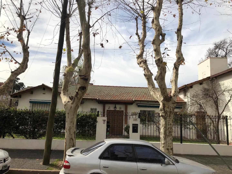 Casa en Venta en Vicente Lopez Vias / Maipu - 6 ambientes