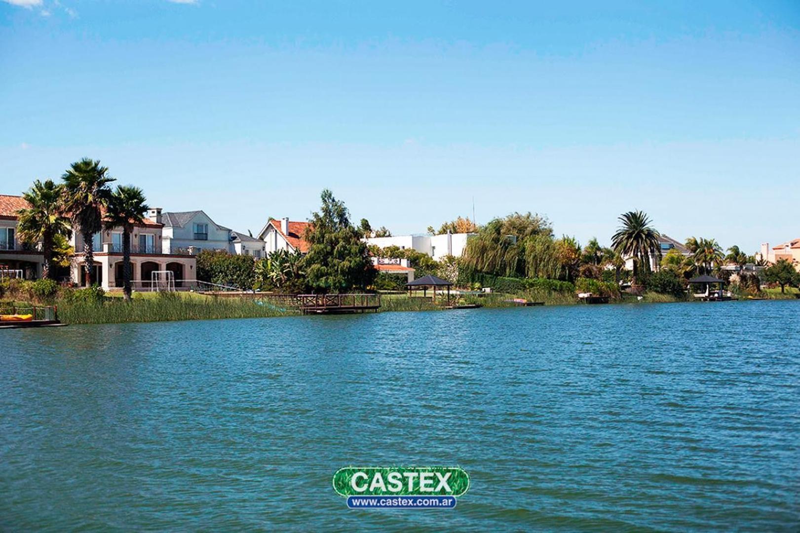 Hermoso lote al agua en Virazon