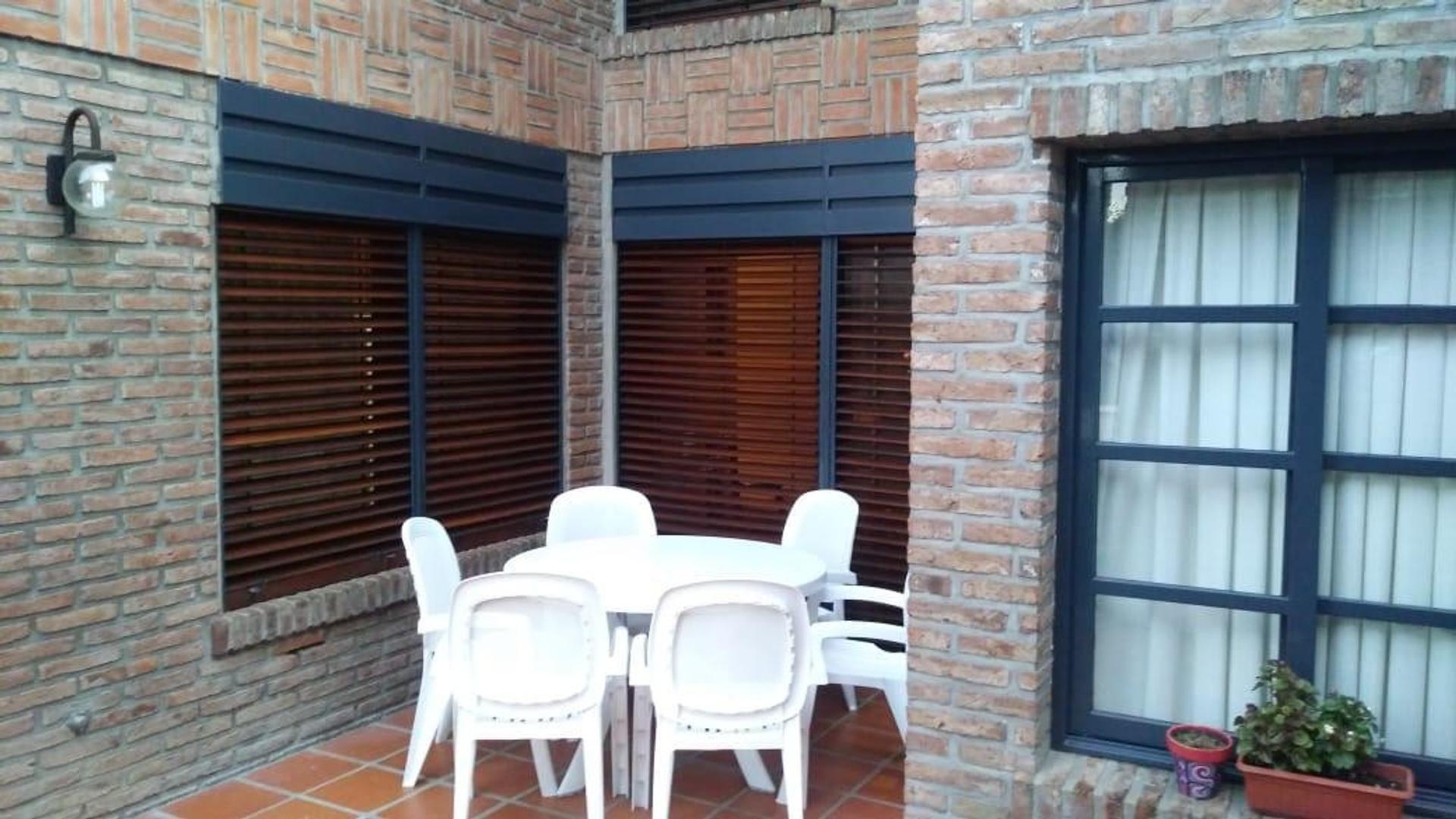 Casa a mts del parque San Martin de 4 dormitorios . - Foto 21
