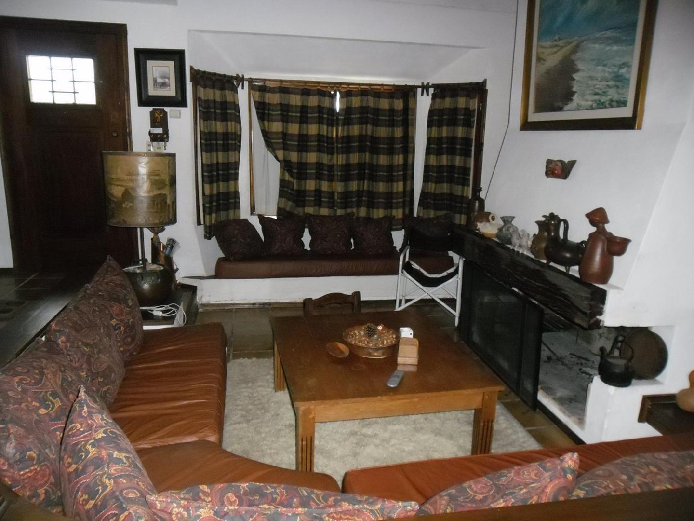 Casa - 301 m² | 4 dormitorios | 3 baños